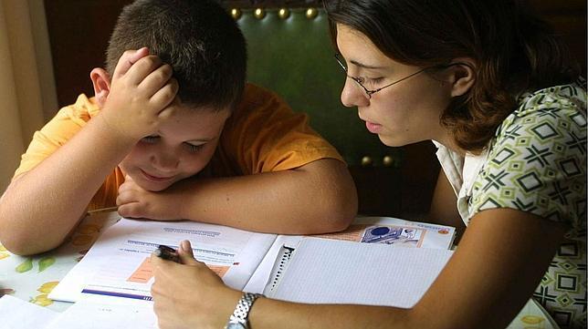 Aprenda cómo ayudar a los niños a realizar las tareas escolares en casa