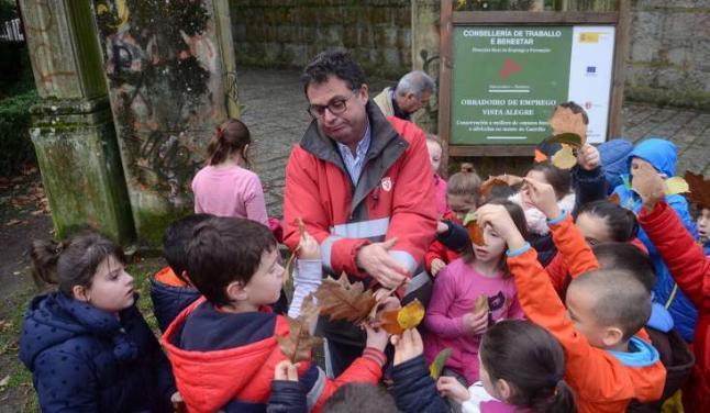 O Castriño muestra su riqueza botánica a niños de O Piñeiriño