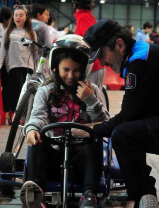 Los alumnos de O Piñeiriño estrenan el parque infantil de seguridad vial de Fexdega