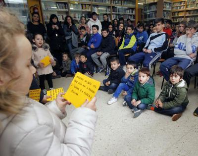 Los niños de cinco años ejercen de perfectos cuentacuentos