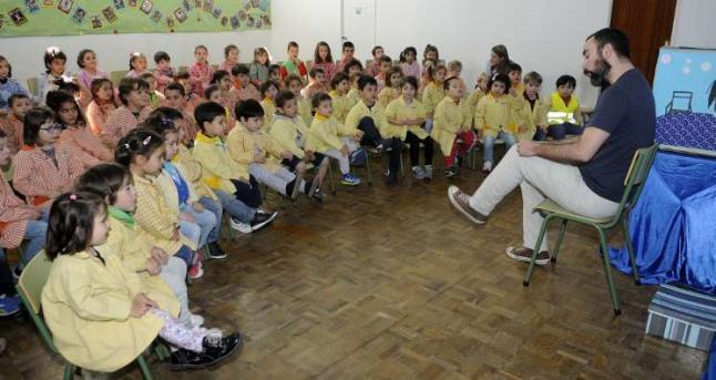 Los escolares de menor edad de Carril y O Piñeiriño se sumergen en la lectura